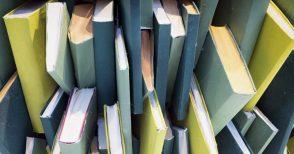 """Come """"rimediare"""" quando ti spostano tutti i libri e ti tocca riordinarli"""